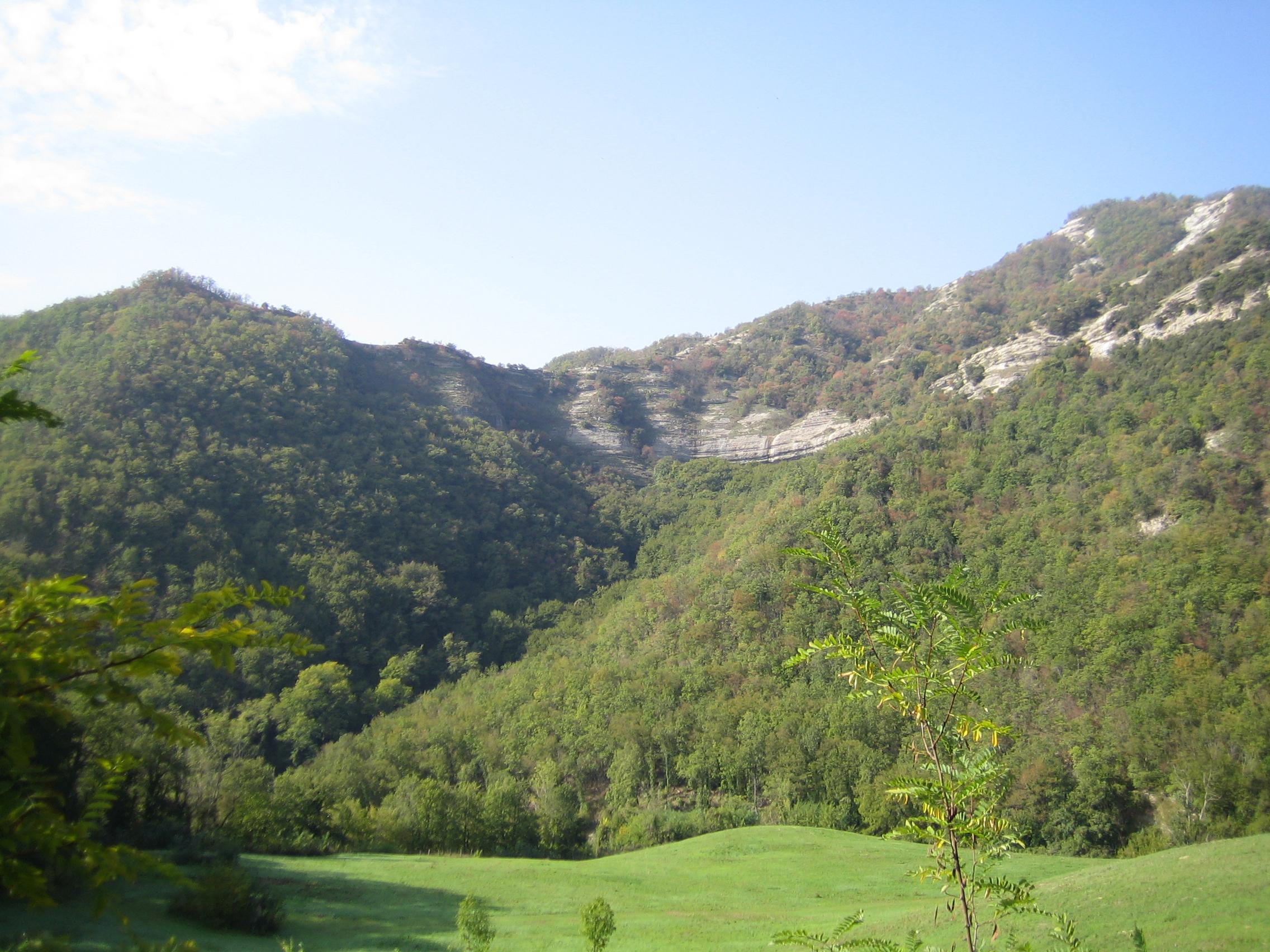 Anfiteatro roccioso che protegge Sanguineta